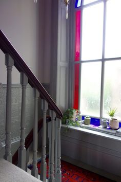 Farrow and Ball Peignoir & Worsted in a Victorian property. Beautiful stained glass window on the landing. Farrow Ball, Farrow And Ball Paint, Farrow And Ball Bedroom, Making Space, Staircase Design, Staircase Ideas, White Rooms, Guest Bedrooms, Colour Schemes