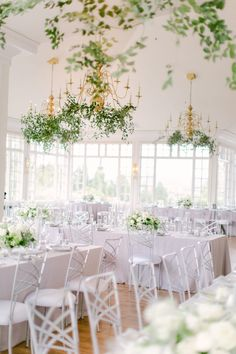 La Tavola Fine Linen Rental: Tuscany Ocean with Tuscany Ocean Napkins | Photography: Devon Donnahoo Photography, Planning: Ever After Events, Florals: Carla Kayes Floral Design, Venue: Carmel Mountain Ranch Estate, Rentals: Bright Event Rentals and Cedar, Hostess Haven and Pine Events
