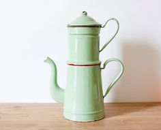 Almond green enamel coffee pot - French vintage - Home Decor - French Country style - Shabby chic