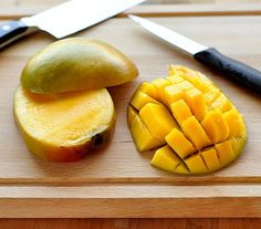 Here's the best way to slice a mango for fruit salads, salsas, or eating straight from the skin. Making Couscous, How To Cut A Mango, Slow Cooker, New Recipes, Favorite Recipes, Smoothie, Bbq, Dessert, How To Cook Pasta