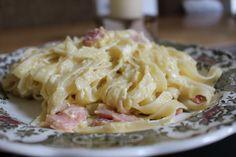 """イタリアの友人が作っていたという""""生クリームを使わない""""カルボナーラのレシピを紹介したツイートが話題になっているのでご紹介します! カルボナーラといえば、生クリームは必須!しかし、話題のツイートはこの Macaroni And Cheese, Motoko, Spaghetti, Favorite Recipes, Ethnic Recipes, Twitter, Food, Food Food, Mac Cheese"""