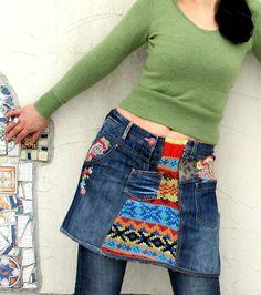 Fantasie-Flickwerk recycelt Minirock. Hergestellt aus recycelten Pullover, Fdenim und Denim Jeans bestickt. Hüftumfang wärmer! Sehr nützlich und