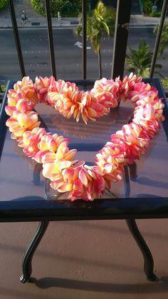Aloha Friday Photo: Heart-Shaped Plumeria Lei - Go Visit Hawaii Frangipani Wedding, Visit Hawaii, Aloha Hawaii, Yellow Hibiscus, Aloha Friday, Valentines Day Hearts, Leis, Photo Heart, Tropical Flowers