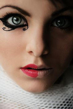 Love the eyeliner design. Look reminds me of a Harlequin. #makeup #costume