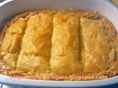 Greek Beauty, Spanakopita, Greek Recipes, Starters, Cornbread, Food And Drink, Savoury Pies, Ethnic Recipes, Desserts