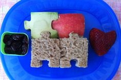 Creative idea using puzzle sandwich cutters to make a fun lunch for kids. Kids Packed Lunch, Kids Lunch For School, High Protein Snacks, Almond Joy, Baby Led Weaning, Baby Food Recipes, Whole Food Recipes, Classroom Snacks, Sandwich Cutters