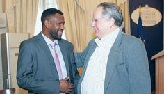 Ο Σπύρος Χαγκαμπιμάνα, με τον  υπουργό Εξωτερικών Νίκο Κοτζιά