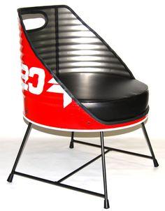Bidón de gasolina con decorado original convertido en #sillón uniplaza decorado con cojín en piel negra. #reciclajeindustrial