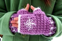 Hooked On Yarn: Snowflake Fingerless Gloves and Hat Set