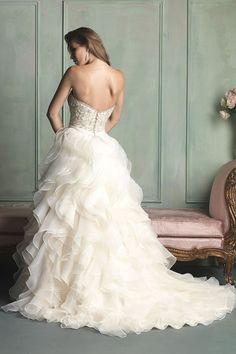 2014 Strapless Ball Gown Wedding Dress With Ruffled Organza Skirt Court Train