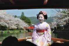 April meeting on a boat with maiko Ryouka san. This sakura kanzashi is amazing