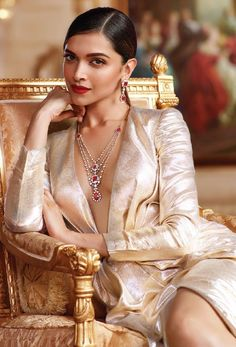 Sure, Deepika Padukone might be the Queen of Bollywood and the Queen of everything to us but for Tanishq Jewellery, she's the official Queen of Hearts (and we aren't even going to argue). Indian Celebrities, Bollywood Celebrities, Bollywood Actress, Movies Bollywood, Bollywood Fashion, Bollywood Stars, Indian Film Actress, Indian Actresses, Deepika Padukone Sexy