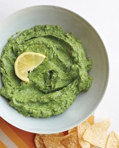 Searching for the best guacamole recipe? Fresh guacamole can be enjoyed in so many ways. Here's a list of authentic guacamole recipes just for you. Guacamole Hummus, Avocado Dip, Hummus Dip, Ripe Avocado, Holy Guacamole, Mashed Avocado, Chickpea Hummus, Avocado Juice, Garlic Hummus