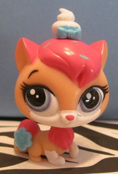 Littlest Pet Shop Phoebe Kitty Cat Sugar Sprinkles, Pets 3, Lps, Pet Shop, Sewing Crafts, Kitty, Christmas Ornaments, My Favorite Things, Holiday Decor