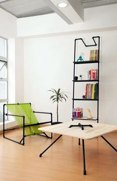 Chic plumbing pipe shelves and furniture I like the shelf. Unusual Furniture, Cheap Furniture, Furniture Projects, Furniture Making, Home Projects, Furniture Design, Modern Furniture, Studio Furniture, Simple Furniture