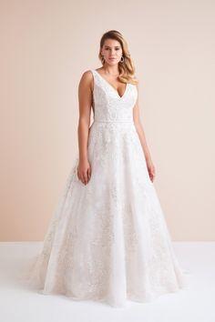 Dantel İşlemeli Uzun Kollu Gelinlik – Oleg Cassini Plus Size Wedding, Trends, Elegant, The Dress, Formal Dresses, Wedding Dresses, Satin, Lace, Fashion
