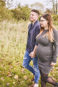 #photographie #photography #grossesse #pregnant #woman #femmeenceinte #nature #manon #debeurme #photographe #photographer Justine, Couple Photos, Couples, Pregnant Wife, Photography, Couple Shots, Couple Photography, Couple, Couple Pictures