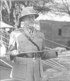 General J C Smuts, Commander-in-Chief of the South African forces and Prime Minister of the Union, inspects his troops during a visit to East Africa. German East Africa, North Africa, African Colonization, Pith Helmet, Troops, Soldiers, Ww2 Planes, African History, World War I