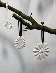 Pynt i porcelæn Keis og Fiedler - KvindeGuiden. Nordic Christmas, Bobby Pins, Hair Accessories, Inspiration, Beauty, Ceramics, Stars, Google, Decor