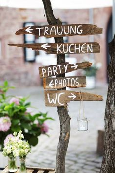 Romantic-rustic DIY wedding by Patrick Horn - wed .- Romantisch-rustikale DIY-Hochzeit von Patrick Horn – Hochzeitswahn – Sei inspiriert Romantic-rustic DIY wedding by Patrick Horn - Aqua Wedding, Boho Wedding, Rustic Wedding, Garden Wedding, Wedding Direction Signs, Wedding Signs, Backyard Wedding Decorations, Wedding Wands, Wedding Ceremony