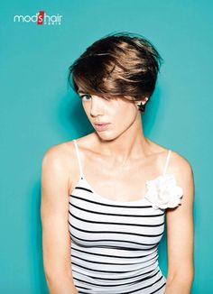 Hairstyles, haircuts, hair care and hairstyling. Hair cutting and coloring techniques to create today's popular hairstyles. 2015 Hairstyles, Popular Hairstyles, Summer Hairstyles, Mod Hair, Colouring Techniques, Layered Hair, Spring Summer 2015, Pixie, Basic Tank Top