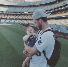 they are too cute ! joc has such a precious family Dodgers Party, Let's Go Dodgers, Dodgers Girl, Baseball Boys, Dodgers Baseball, Mlb Players, Baseball Players, Cody Bellinger, Dodger Blue