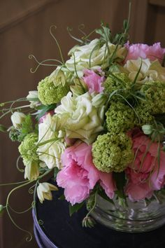 floral boquet from fleurs trémolo   ...pink, cream and green ...  lovely!!