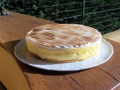 Recette Tiramisu au citron meringué I wish I knew French though:( Meringue, Tiramisu Caramel, Lemon Curd, Camembert Cheese, Biscuits, Sweet Tooth, Deserts, Dessert Recipes, Healthy Eating