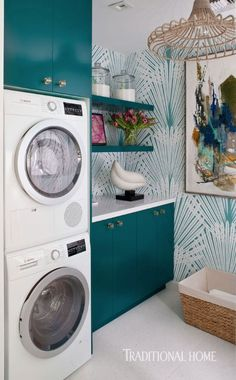 A teal palm-leaf wallcovering jazzes up the walls in this showhouse laundry room. - Photo: Michael Garland / Design: Denise McGaha