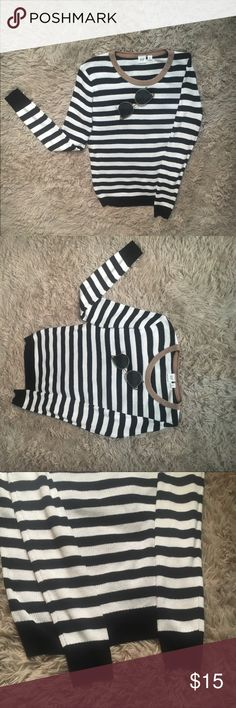 GAP Striped black and white Sweater Loose fitting ribbed light knit sweater new never worn without tags ! No flaws with gold trim collar GAP Sweaters Crew & Scoop Necks
