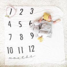BATZkids Original Monthly Milestone Blanket™ ist das erste seiner Art und die einzige Swaddle Decke, die Sie jemals brauchen werden. Die perfekte Alternative zu monatlichen Aufkleber und Blöcke. Unsere Decke kann leicht nehmen und Bilder von Ihrem Neugeborenen Wachstum. Die Einfachheit der Decke können Sie die Persönlichkeit Ihres Babys zu zeigen und sich selbst durch verschiedene Akzente jeden Monat!  Es ist der perfekte Hintergrund für die wertvollen Bilder nehmen Sie jeden Monat im ersten…