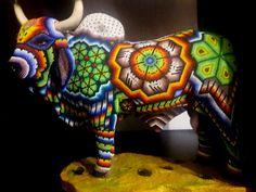 de ArtmexcoHuichol en Etsy South American Art, Native American Art, Native Art, Seed Bead Art, Art Hub, Perler Bead Art, Beaded Skull, Animal Statues, Mandala Rocks