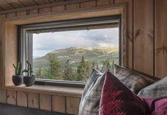 BUD MOTTATT! Spektakulær utsikt fra Fageråsens fineste tomt. Totalrenovert hytte der alt er tenkt på. | FINN.no Windows, Window, Ramen