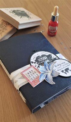 scrapbooking Mini album and its photo tutorial Album Photo Scrapbooking, Mini Albums Scrapbook, Scrapbook Cover, Mini Album Scrap, Friend Scrapbook, Paper Bag Album, Album Cover Design, Book Binding, Photo Tutorial