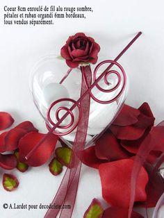 Pour les plus romantiques, découvrez les boîtes en forme de coeur, de format 6cm , 8cm ou 10cm. #boites #dragees http://www.decodefete.com/coeur-transparent-6cm-p-1231.html