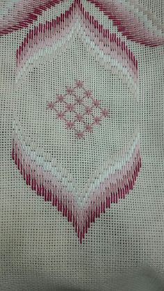 Broderie Bargello, Hand Embroidery Stitches, Cross Stitch Patterns, Needlework, Diy And Crafts, Blanket, Creative, Churidar, Bargello Patterns