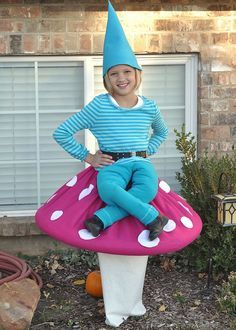 Love the creativity here... garden gnome sitting on a toadstool! #mushroom #halloween #costume