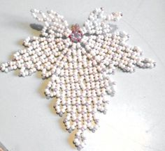openwork beaded leaf (Russian) by Lyudmila Kazarinova. (Translate).  Also shows some uses of finished leaves ~ Seed Bead Tutorials