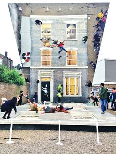 youthical:  condenasttraveler:  The Coolest Public Art Installation in London Right Now  THIS IS SO RAD