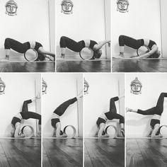 45 Selected Yoga Wheel Exercise Charts to Keep You in Shape - Bored Art Iyengar Yoga, Ashtanga Yoga, Pilates, Difficult Yoga Poses, Dharma Yoga, Sport, Yoga For Balance, Different Types Of Yoga, Yoga Props