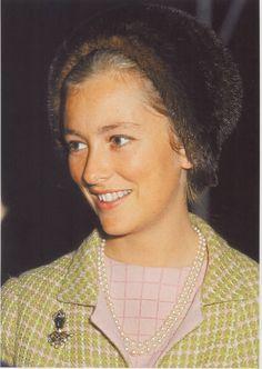 la princesse Paola de Belgique , icône de la mode , a eu trois enfants : Philippe (1960) , Astrid (1962) et Laurent (1963)
