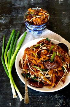 Beef chow fun is a favorite and popular Cantonese dish. Beef Chow fun is made from stir-fried beef,rice noodles, scallions,ginger, bean sprouts and dark soy Asian Recipes, Beef Recipes, Cooking Recipes, Healthy Recipes, Ethnic Recipes, Indonesian Recipes, Chinese Recipes, Chinese Desserts, Orange Recipes