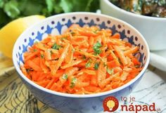 This Moroccan raw carrot salad takes only a few minutes to make, has a short list of ingredients and is packed with flavor. Perfect as part of lunch, mezze. Moroccan Salad, Moroccan Dishes, Curry Side Dishes, Czech Recipes, Ethnic Recipes, Easy Salads To Make, Carrot Dishes, Moroccan Carrots, Marinated Lamb