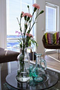 villa Luhta: toukokuu 2014 Glass Vase, Living Room, Home Decor, Decoration Home, Room Decor, Home Living Room, Drawing Room, Lounge, Home Interior Design
