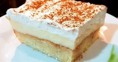 Ραβανί: 6 μεσαία αυγά 150 γρ. ζάχαρη 120 ml φρέσκο γάλα 100 γρ. Γιαούρτι 150 γρ. Αλεύρι για όλες τις χρήσεις 100 γρ. Βούτυρο (το λιώνουμε... Greek Sweets, Greek Desserts, Party Desserts, Greek Recipes, Low Calorie Cake, Sweet Corner, Torte Cake, Sweets Cake, Sweets Recipes