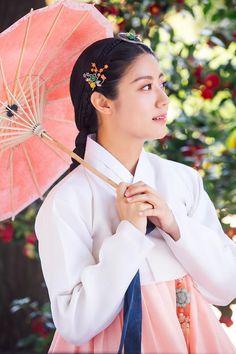 100 days my Prince Korean Hanbok, Korean Dress, Korean Traditional Dress, Traditional Dresses, Cute Korean, Korean Girl, Nam Ji Hyun Actress, Hanbok Wedding, Korean Entertainment News