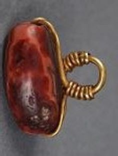 Agate pendant from Ikiztepe, No. 178. (Courtesy of the Vedat Nedim Tör Museum, Istanbul) Lydian Culture