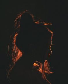 Night Photoshoot in Soho, London Silhouette Photography, Shadow Photography, Creative Portrait Photography, Photography Poses Women, Tumblr Photography, Photography Ideas, Light Painting Photography, Night Time Photography, Freelance Photography