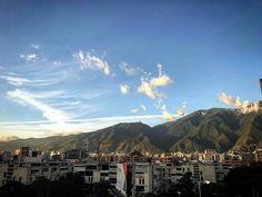 Excelente lunes!  @Regrann from @lapaphoto  #LaCuadraU #GaleriaLCU #Caracas #ElAvila #Montaña #CaracasNatural #caracashermosa