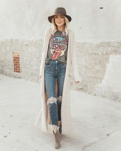 Look fashion, hipster fashion, women's punk fashion, fashion hats Punk Outfits, Mode Outfits, Band Tee Outfits, Hipster Fall Outfits, Boho Chic Outfits Summer, Outfits With Hats, Stylish Outfits, Gypsy Outfits, Late Summer Outfits
